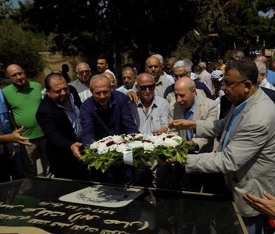 الشعبية تحتفي بالذكرى السنوية لاستشهاد القائد ( أبو علي مصطفى) بوضع إكليل من الزهر على أضرحة الشهداء