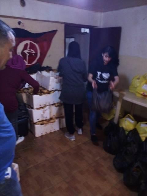 لجنة العمل الاجتماعي في الجبهة الشعبية ولجان المرأة الشعبية الفلسطينية في مخيم شاتيلا  توزع حصصًا غذائية