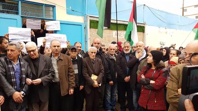 اتحاد لجان العودة في مخيم عين الحلوة ينظم اعتصامًا أمام مكتب خدمات الأونروا