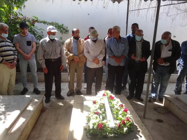 الشعبية في صيدا تضع إكليلًا من الزهر على أضرحة شهداء 23 نيسان في تجمع المدارس بمخيم عين الحلوة
