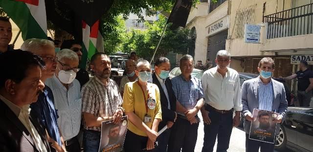 الشعبية تشارك بالوقفة التضامنية مع الأسير عدنان خضر