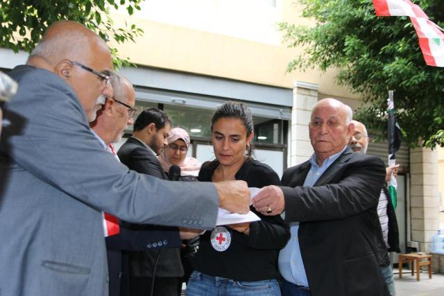 مركز الخيام لتأهيل ضحايا التعذيب نظم اعتصامًا أمام الصليب الأحمر الدولي استنكارًا لجريمة قتل الأسير سامي أبو دياك