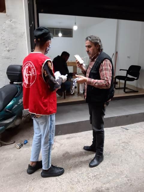 منظمة الشبية الفلسطينية توزع كمامات في شاتيلا