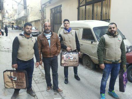 لجنة الصداقة الفلسطينية الإيرانية تقدم مساعدات للفلسطينيين في مخيمات الشمال