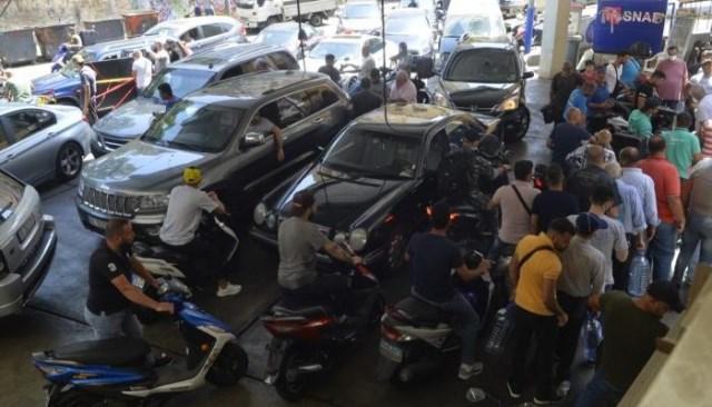 لبنان: 12 جريحًا خلال تزاحم على الوقود