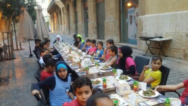 منظمة الشبيبة الفلسطينية تقيم إفطارًا لأطفال مخيم برج البراجنة