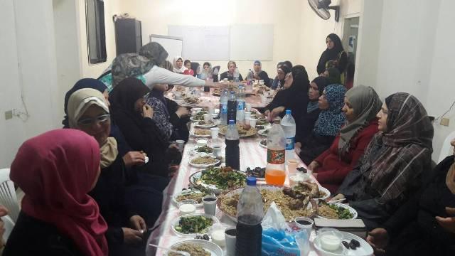 لجان المرأة الشعبية الفلسطينية تقيم إفطارا في مخيم شاتيلا