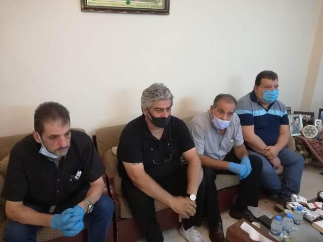 وفد من اللجان الشعبية في لبنان يقدم العزاء لعائلة الشهيد زياد حمو