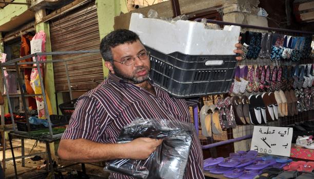 صبحي بائع أكياس في عين الحلوة