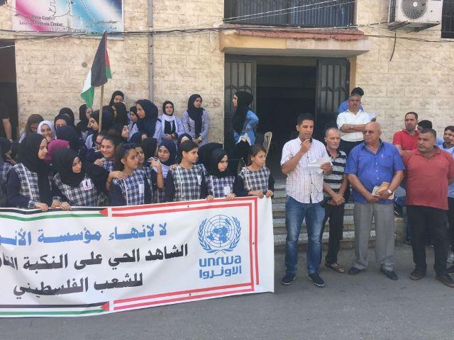 احتجاجات جماهيرية تنديدًا بمحاولات إلغاء (الأنروا) في مخيمي الرشيدية والبص