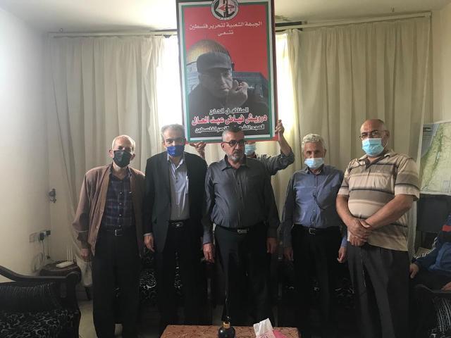الجبهة الشعبية وعائلة المناضل الوطني درويش عبد العال تتقبلان التعازي برحيله