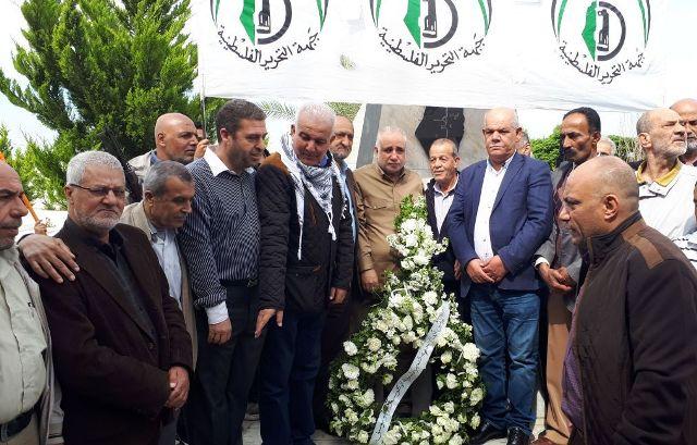 جبهة التحرير العربية تحيي اليوم الوطني بوضع إكليل من الزهر على أضرحة الشهداء