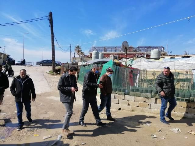 وفد من السفارة الفلسطينية واللجان الشعبية يزور حي التنك في طرابلس ويقدم مساعدات عينية