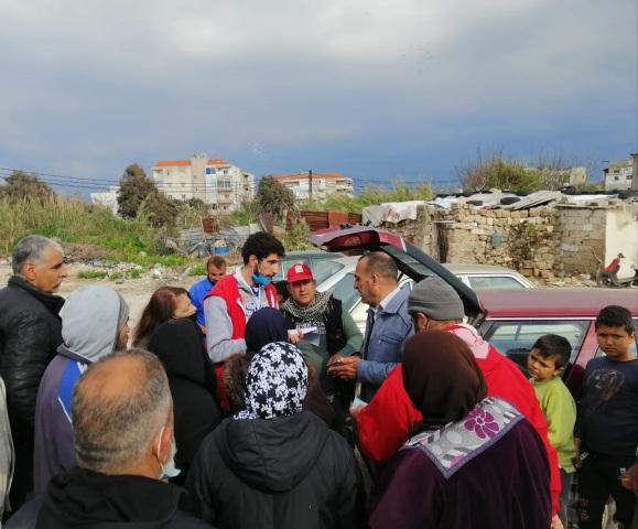 منظمة الشبيبة الفلسطينية ولجان العمال توزع حصصًا تموينية لعائلات حي التنك في ميناء طرابلس بإشراف اللجان الشعبية