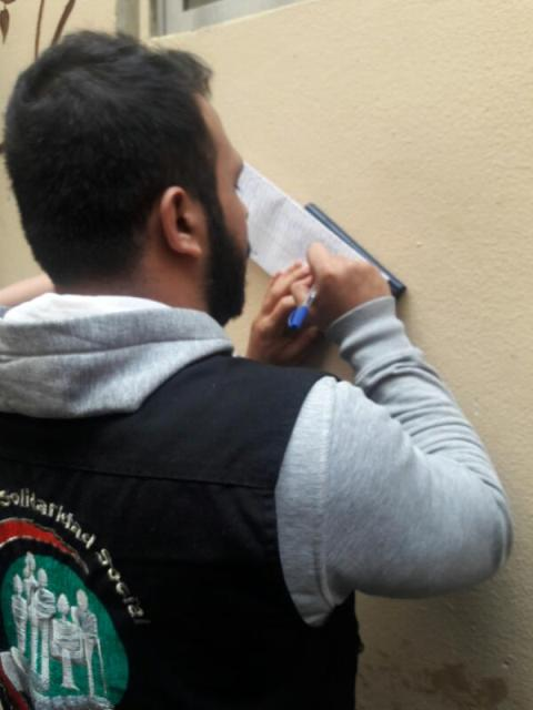 مركزا التضامن الاجتماعي- نواة والولاء يقدمان مساعدات عينية لأهالي حي الطيرة بعين الحلوة