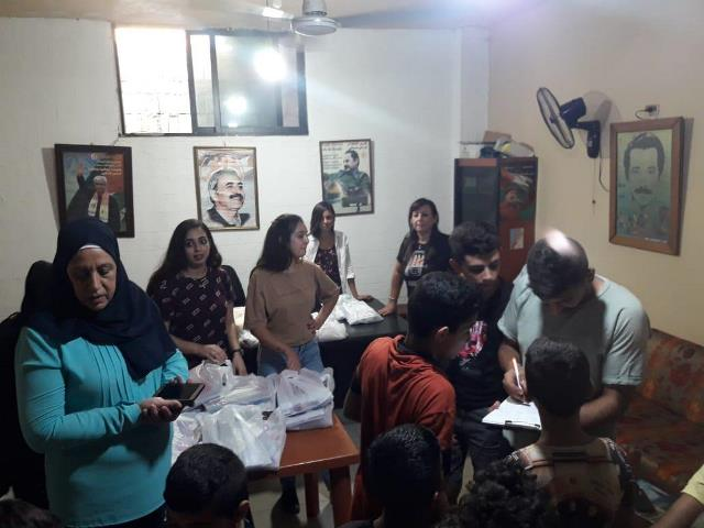 المكتب الطلابي في منطقة صيدا يوزع القرطاسية على الطلاب