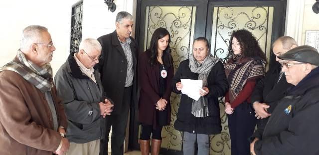 لجنة الأسرى في الجبهة الشعبية تسلم مذكرة للصليب الأحمر الدولي في طرابلس