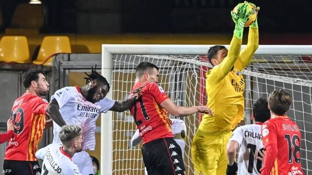 الدوري الإيطالي لكرة القدم: ميلان يفوز على مضيفه بنفينتو