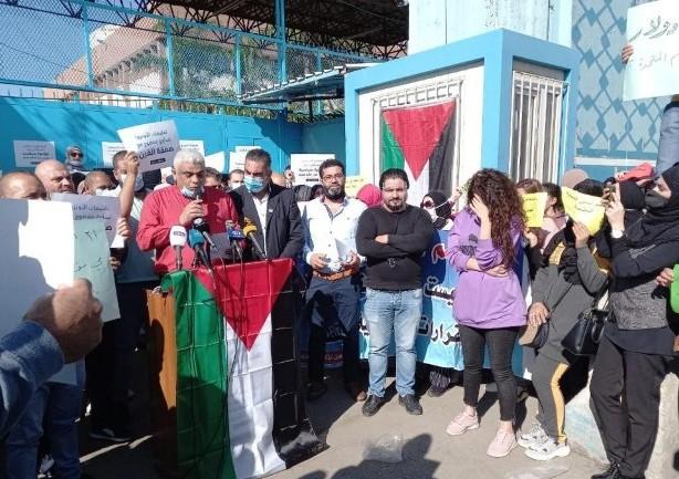 بيروت: وقفة احتجاجية لموظفي الأونروا رفضًا لقرار تخفيض الرواتب