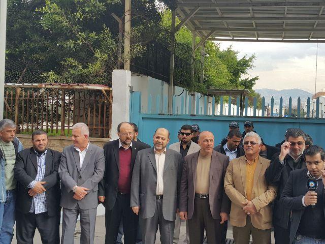 الفصائل واللجان الشعبية تقفل مكتب مدير منطقة بيروت للأونروا