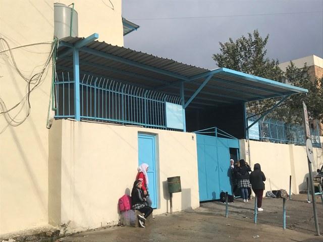 الأونروا تنهي عقود معلمين في لبنان