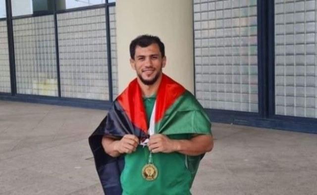فرض عقوبة على اللاعب الجزائري فتحي نورين الذي رفض التطبيع