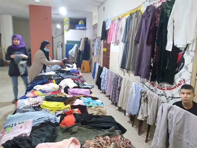 لمناسبة ذكرى انطلاقة الشعبية الـ53 لجان المرأة الشعبية الفلسطينية تقيم معرضًا للألبسة المستعملة في وادي الزينة