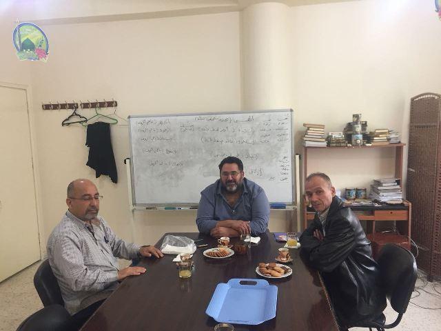 الشعبية وجمعية المشاريع الخيرية يعقدان اجتماعًا في وادي الزينة
