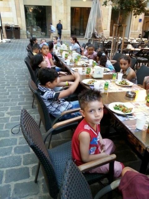 إفطار في مخيم شاتيلا