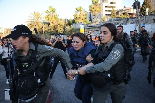 مزهر يهاتف الصحفية جيفارا البديري اطمئناناً على سلامتها بعد اعتقالها أمس بالقدس