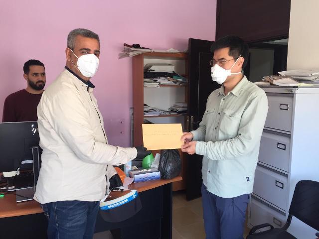 لجنة الأسرى والمحررين في الجبهة الشعبية تسلم مذكرة للجنة الدولية للصليب الأحمر في مدينة صور